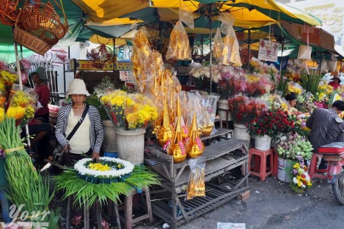 Orussey-Market-in-Phnom-Penh-Cambodia-Flower-stall-outside-Orussey-Market