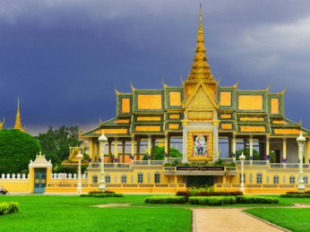 royal-palace-phnom-penh-04-600x450