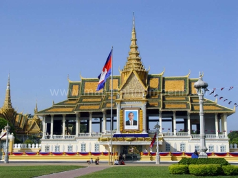 royal-palace-phnom-penh