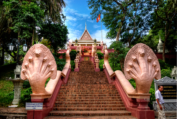 wat-phnom-phnom-penh_treasures-of-indochina