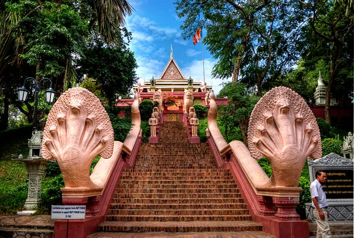 wat-phnom-phnom-penh_treasures-of-indochina