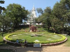 600px-wat_phnom_pagoda08